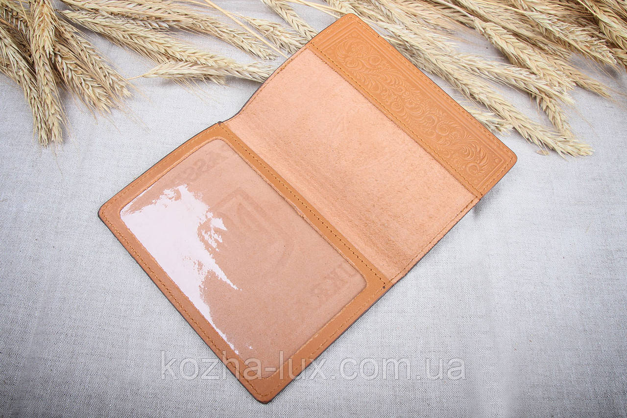 Обложка на паспорт светло коричневая, натуральная кожа