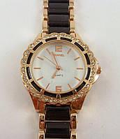 Женские часы Chanel (Шанель) 012874 золотистые с черными вставками в стразах