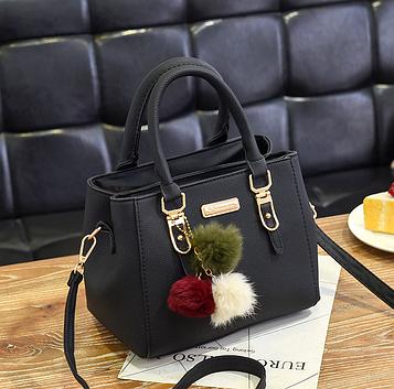 Женская черная сумка с брелком код 3-404