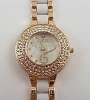 Часы женские наручные Jiaxing 012880 золотистые с белыми вставками в стразах