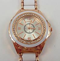 Женские часы Chanel (Шанель) 012882 золотистые с белыми вставками в стразах