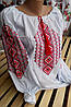 Модная женская вышиванка в орнамент