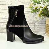 Ботинки женские комбинированные на устойчивом каблуке, декорированы молнией, фото 3