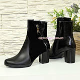 Ботинки женские комбинированные на устойчивом каблуке, декорированы молнией, фото 2