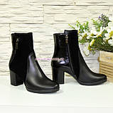 Ботинки женские комбинированные на устойчивом каблуке, декорированы молнией, фото 4