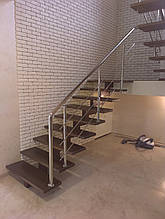 Лестница открытая на одном косоуре