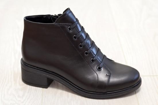 Ботинки демисезонные кожаные на маленьком каблуке, декорированы шнуровкой