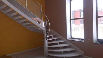 Лестница открытая на деревянном косоуре, фото 2