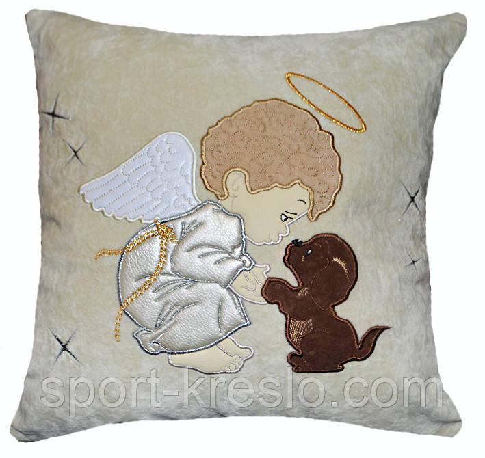Детская сувенирная подушка с вышивкой ангелочка