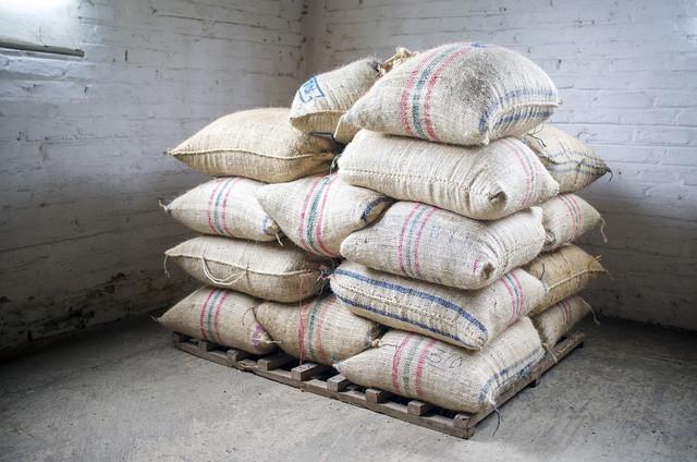 Сбор и обработка кофе с Колумбии, мешки кофе Колумбии