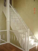 Лестница закрытая ступени дерево, фото 2