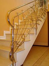 Лестница закрытая - ступень камень