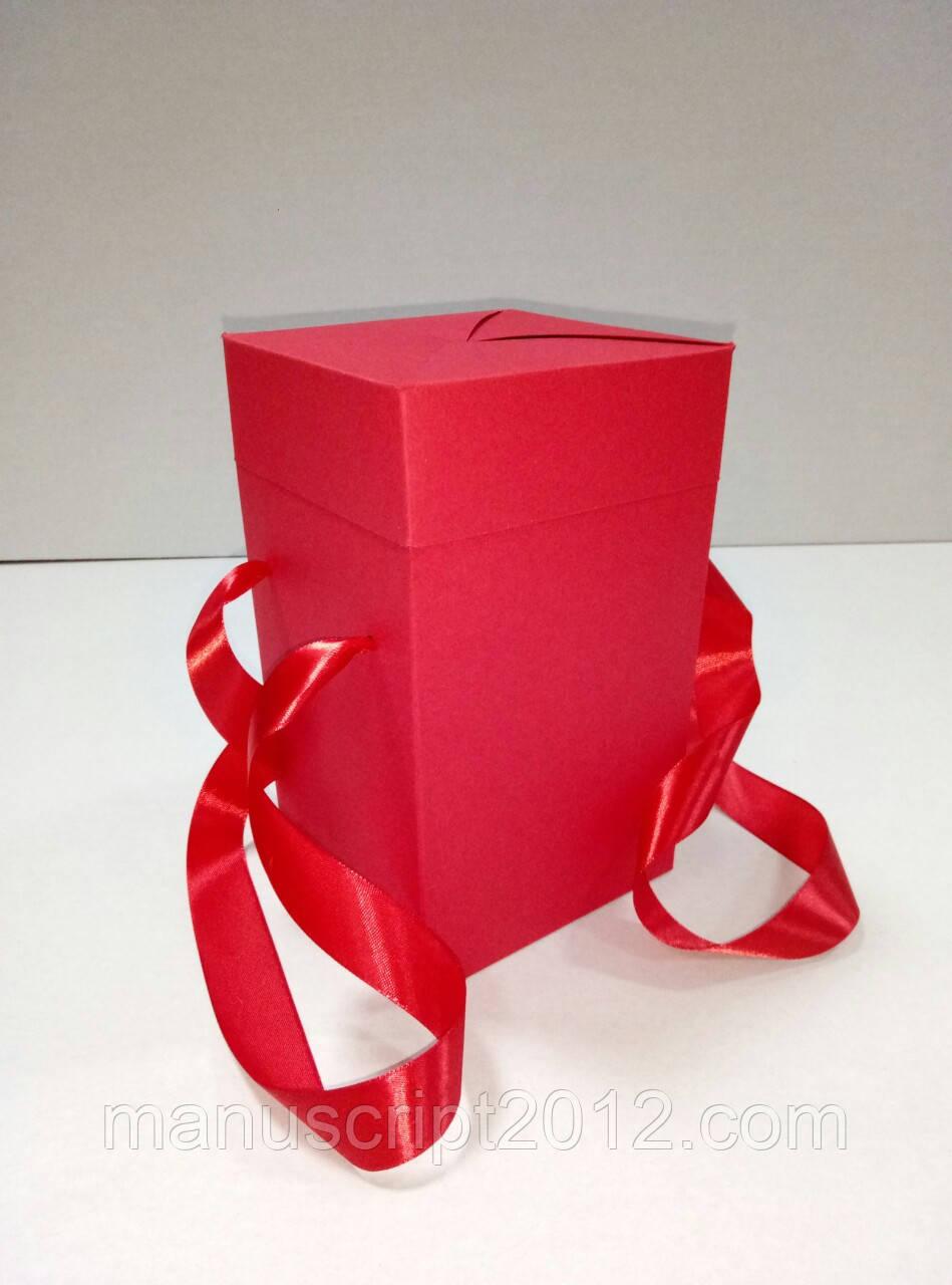 Коробка подарочная с ручками красная (114*114*195 мм)