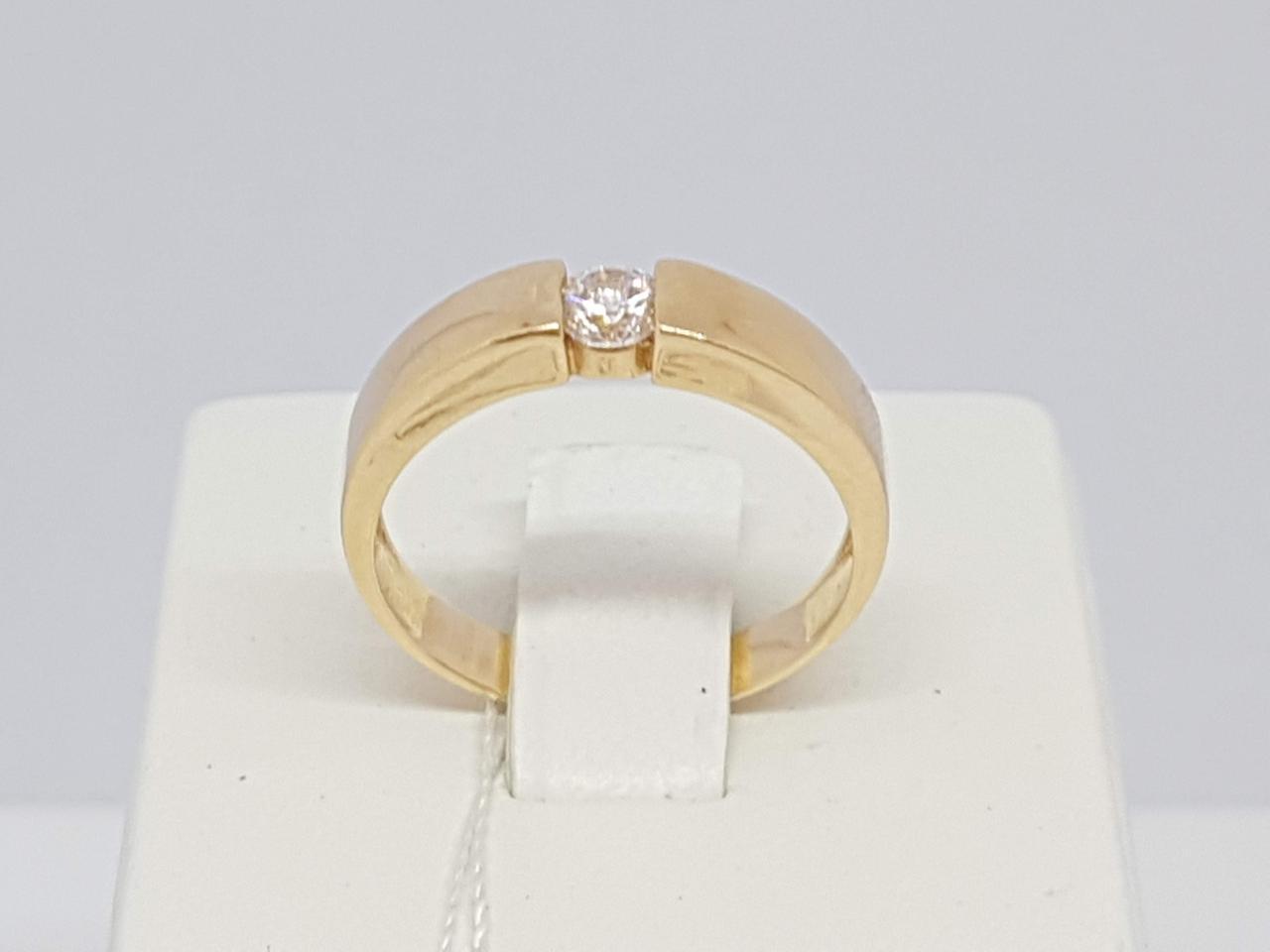 Золотое кольцо с фианитом. Артикул КВ812И 17,5