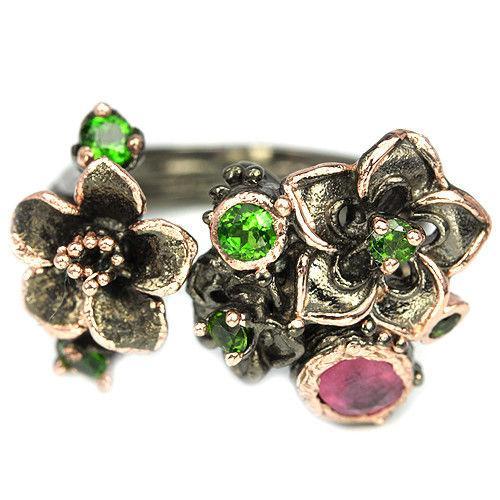Серебряное кольцо с натуральными Хромдиопсидами и Рубином