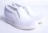 Белие женские кроссовки на танкетке