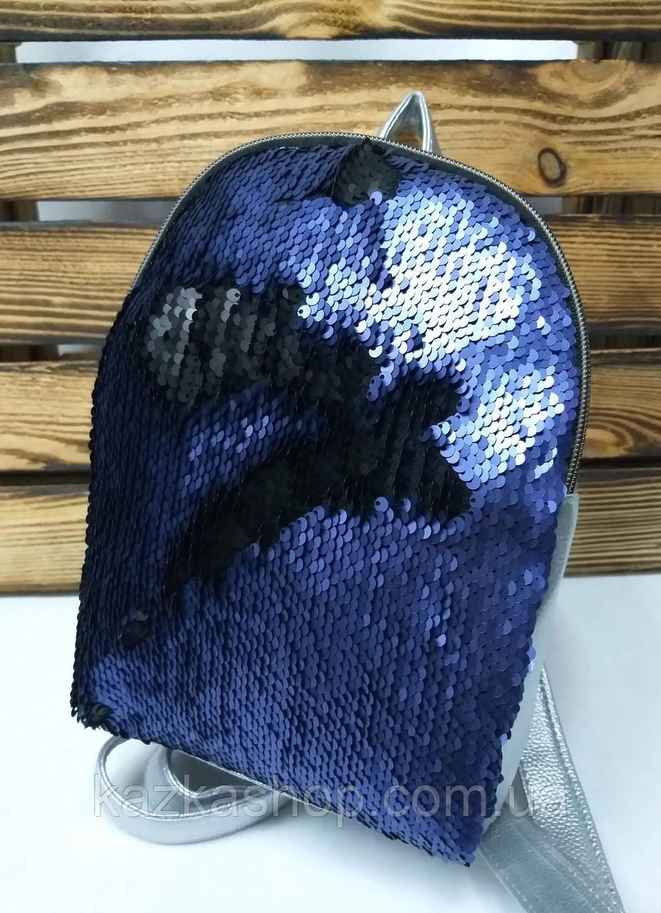 Рюкзак с синими паетками и материалом из искусственной кожи серебряного цвета