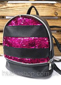 Сумка-рюкзак с сиреневыми паетками в полоску и материалом из искусственной кожи черного цвета