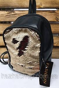 Рюкзак с бежевыми паетками, на два отдела и материалом из искусственной кожи черного цвета