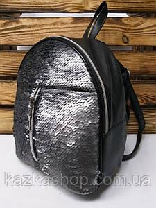 Рюкзак с черными паетками, на один отдел из искусственной кожи черного цвета