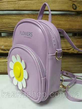 Маленькая сумка-рюкзак из искусственной кожи фиолетового цвета с ромашкой, фото 2