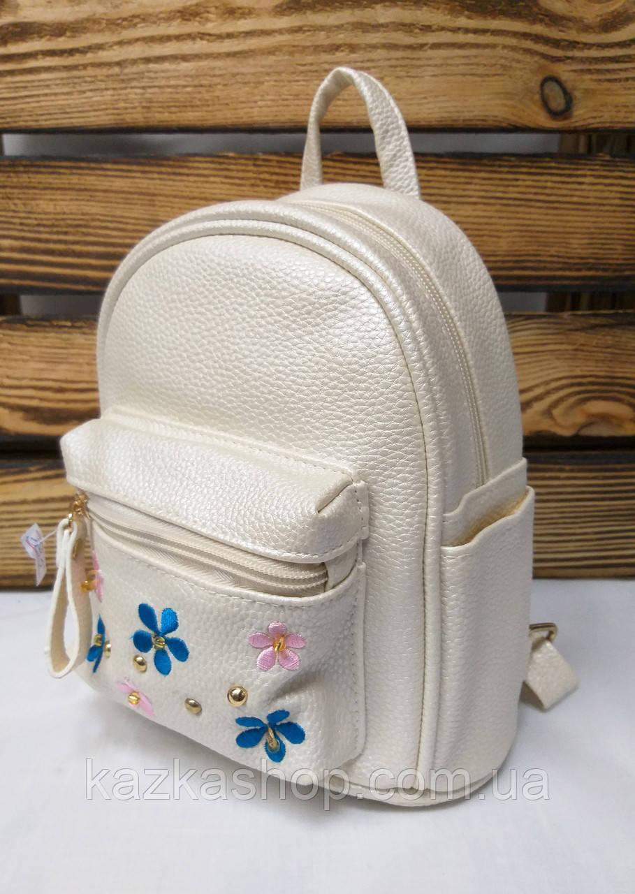 Маленький рюкзак из искусственной кожи кремового цвета с вставками цветов