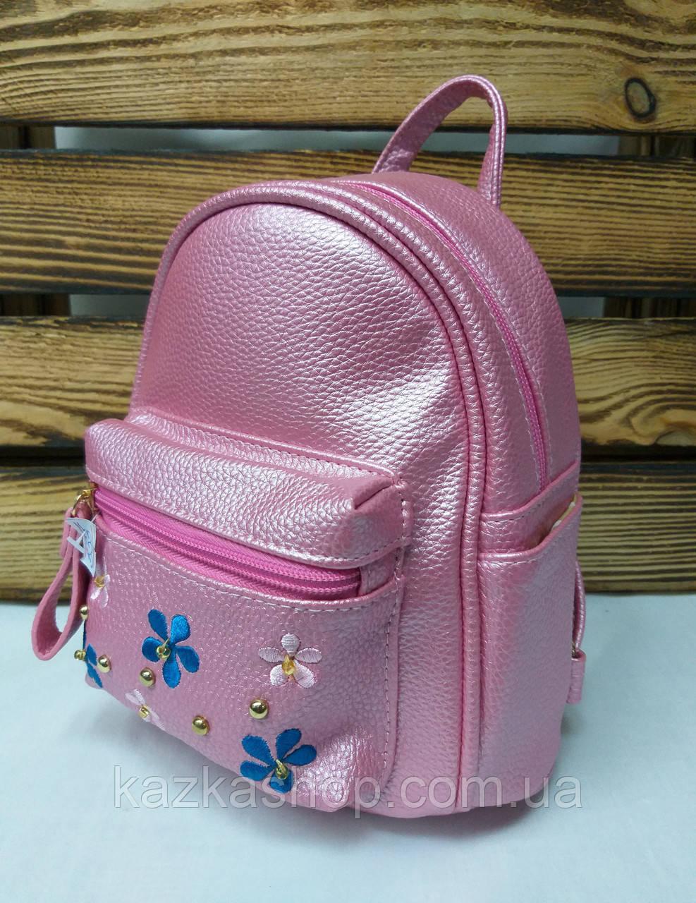 Маленький рюкзак из искусственной кожи светло малинового цвета с вставками цветов