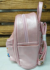 Маленький рюкзак из искусственной кожи светло розового цвета с вставками цветов, фото 2