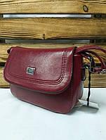 Женский клатч красного цвета с клапаном и регулируемым плечевым ремешком