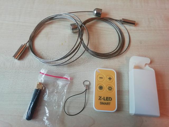 На фото изображены: подвесной крепёж, антена, пульт управления к линейному светодиодному подвесному светильнику Z-LED 1500 70W dim