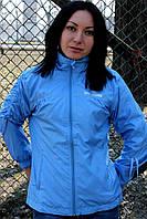 Голубая женская ветровка