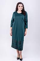 Красивое однотонное платье Римма прямого силуэта с ажурным рисунком большого размера 52-60 батал зеленое