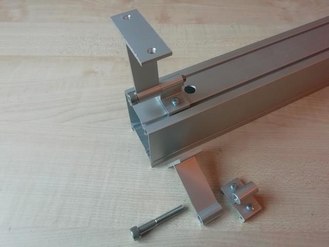 На фото изображено крепление для накладного монтажа линейного светодиодного светильника LedLife DECO Ледлайф ДЕКО 36 Вт 1200 мм