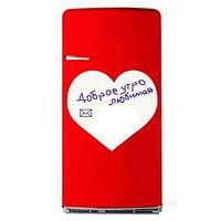 Белая магнитная грифельная доска с маркерами на магните в виде сердца