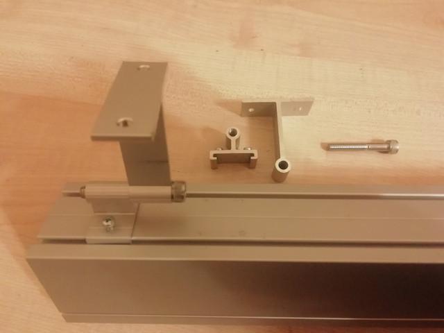 На фото изображено крепление для накладного монтажа линейного светодиодного светильника LedLife DECO Osram 18 Вт 600 мм Ледлайф ДЕКО