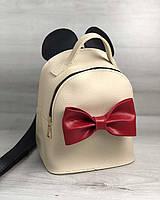 Бежевая женская сумка-рюкзак трансформер маленькая с ушками и красным бантом, фото 1