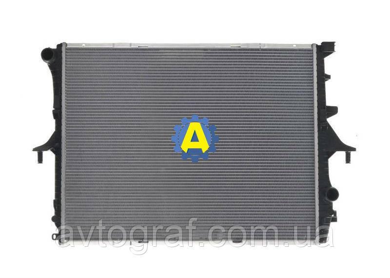 Радиатор охлаждения двигателя на Ауди Q7 (Audi Q7) 2005-2015