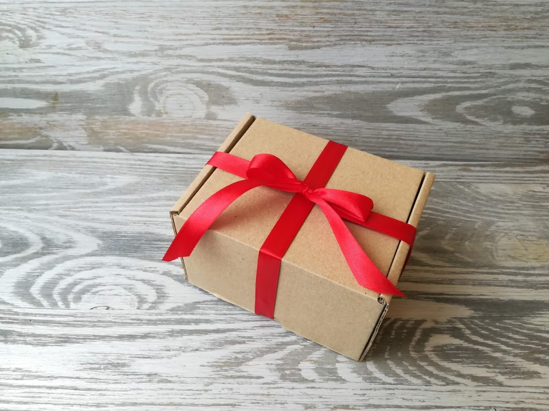 Подарочная коробка крафт самосборная  12 * 10,5 * 8 см +