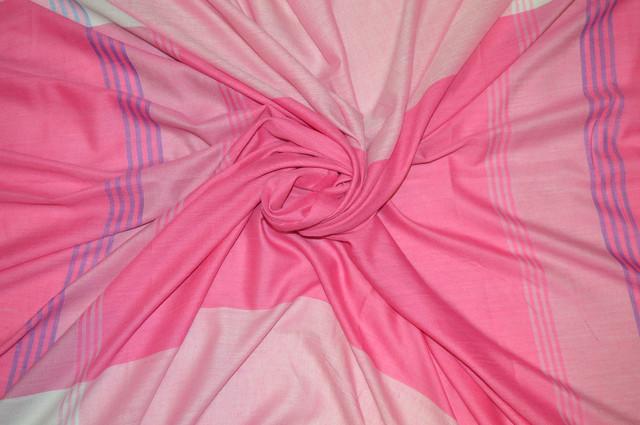 Розовый большой хлопковый платок в клетку 3