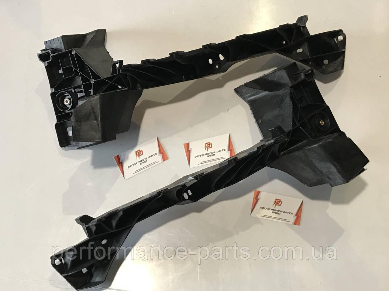 Кріплення фари AUDI Q7 4M0805607