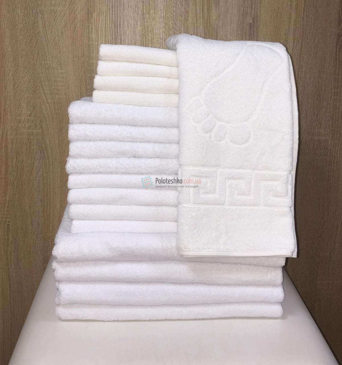 Комплект белых полотенец для отелей