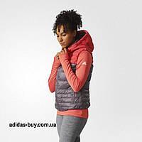 Жилет женский оригинальный adidas COZY DOWN VEST артикул BP9395 цвет   красный  коралловый eb4d0791a75de