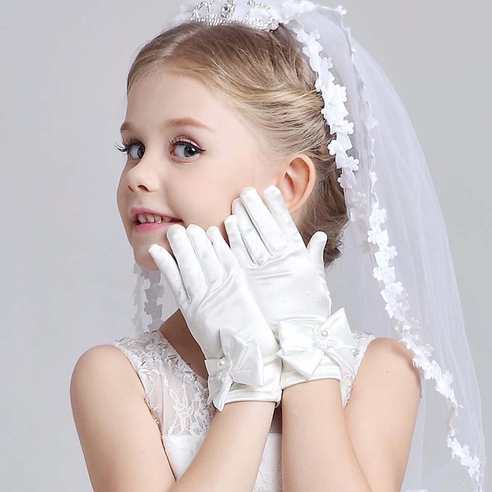 Детские перчатки белые вечерние