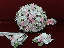 Набор свадебных аксессуаров в розовом цвете (букет-дублер, бутоньерки, подвязка)