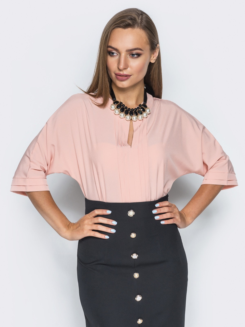 Офісна блузка з V-подібним вирізом і вертикальної декоративної плісировка