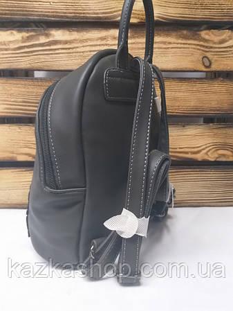 Женский рюкзак серого цвета на один основной отдел, оригинальной вышивкой спереди и логотипом David Jones, фото 2