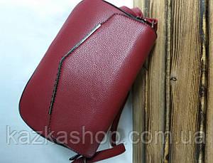 Женский клатч бордового цвета, один отдел, клапан с металлической вставкой и регулируемым ремнем, фото 3