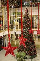 Украшение елки, новогоднее оформление домов, коттеджей, торговых центров, ресторанов.