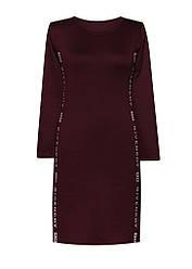 Платье с двумя разрезами и вырезом
