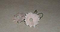 Бутоньерка ромашки розовой с жемчугом бумажной 3 шт